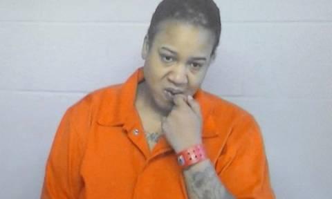Απαγγέλθηκαν κατηγορίες στην παιδοκτόνο που έκρυβε τα δύο παιδιά στον καταψύκτη