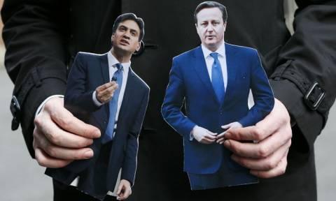 Εκλογές Βρετανία: Μάχη μεταξύ Κάμερον και Μίλιμπαντ σύμφωνα με νέα δημοσκόπηση
