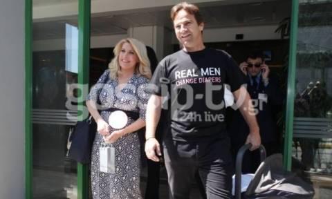 Το απίστευτο μήνυμα στη μπλούζα του Ματέο κατά την έξοδο του από το μαιευτήριο