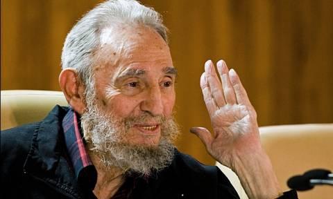 «Γεμάτος ενέργεια» ο Φιντέλ Κάστρο έκανε δημόσια εμφάνιση μετά από ένα χρόνο