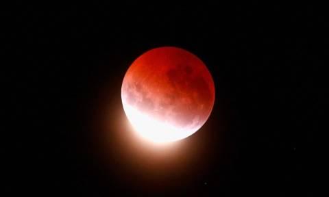 Ματωμένη Σελήνη: Ο ουρανός βάφτηκε κόκκινος στις ΗΠΑ (photos)