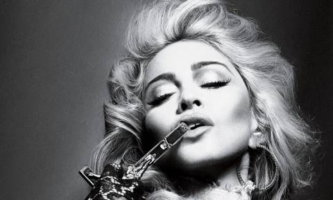 H Madonna προκαλεί το Instagram με γυμνή φωτό