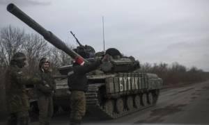 Τέσσερις Ουκρανοί στρατιώτες νεκροί από οβίδα
