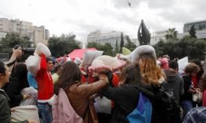 Μαξιλαροπόλεμος κατά της βίας σε Θεσσαλονίκη και Αθήνα (photos)