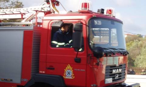 Γρεβενά: Πυρκαγιά σε σκεπή ξενώνα στη χιονοδρομικό κέντρο στη Βασιλίτσα