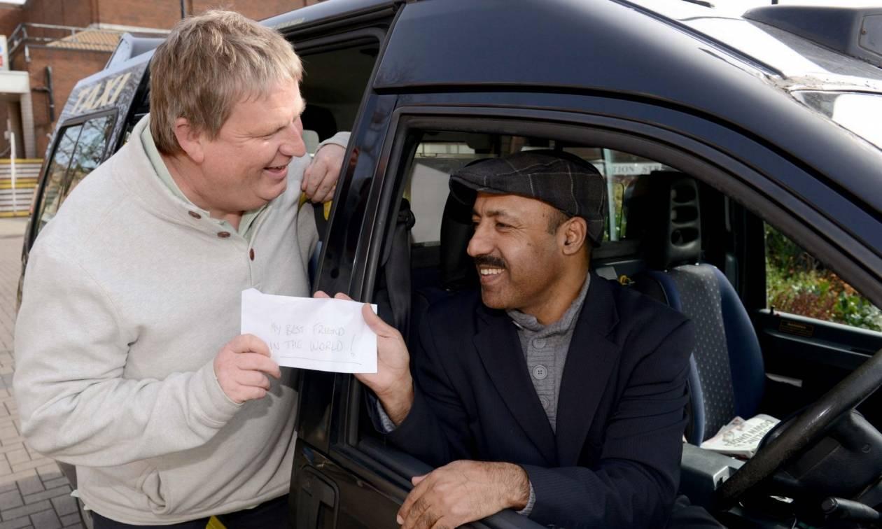 Ο πιο τίμιος ταξιτζής της Βρετανίας: Παρέδωσε τσάντα με 10.000 λίρες (pics)