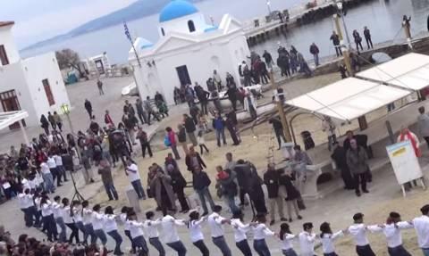 Χασάπικο στη Μύκονο από 150 χορευτές! (video)