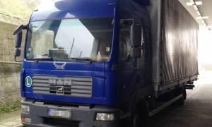 Αλεξανδρούπολη: Έκρυβε στο φορτηγό του τρεις αλλοδαπούς