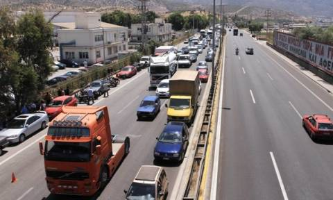 Τροχαίο με τέσσερις νταλίκες στην Λ. Αθηνών - Ουρά χιλιομέτρων προς Κόρινθο