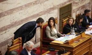 Βουλή: Κάποιοι δεν άντεξαν και... κοιμήθηκαν στα έδρανα! (pics)