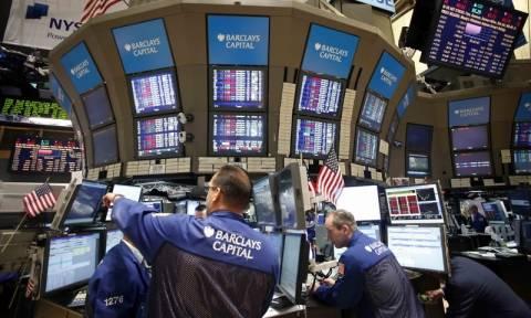 Νευρικότητα και μικρές απώλειες στη Wall Street