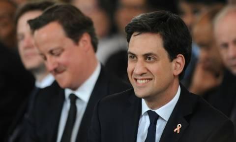 Εκλογές Βρετανία: Προβάδισμα του Μίλιμπαντ έναντι του Κάμερον καταγράφει δημοσκόπηση