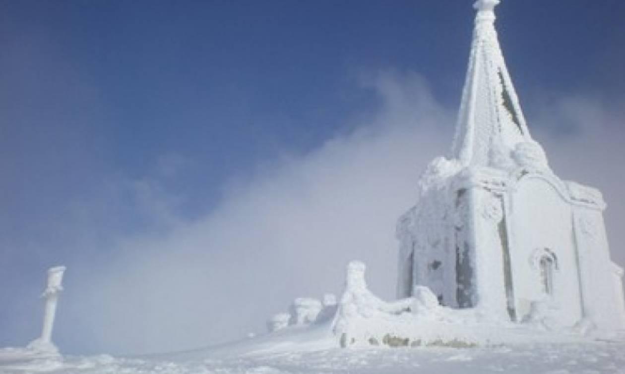 Χιονίζει στα χιονοδρομικά κέντρα του Καϊμακτσαλάν και του Πισοδερίου