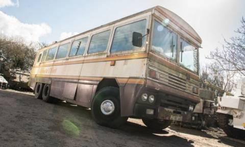 Στο «σφυρί» το αλεξίβομβο λεωφορείο της Μάργκαρετ Θάτσερ