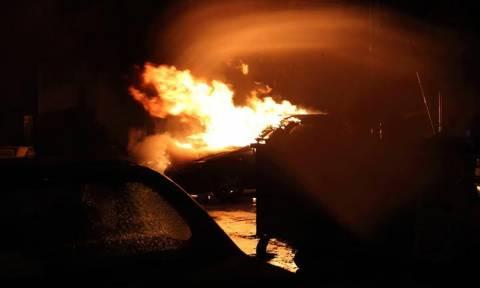 Ηράκλειο: Φωτιά σε γραφείο τελετών και Ι.Χ.