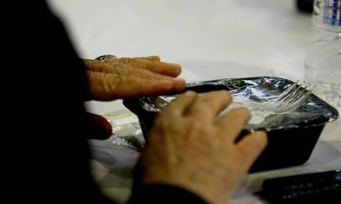 Πασχαλινό γεύμα αγάπης από το δήμο Πειραιά σε άστεγους