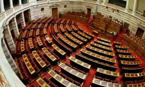 Στη Βουλή το νομοσχέδιο για απολυμένους και διαθέσιμους