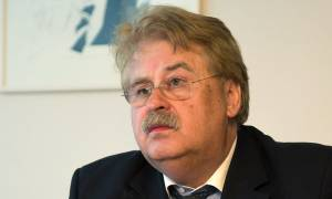 Έλμαρ Μπροκ (CDU): O Πούτιν ξέρει ότι δεν έχει χρήματα να βοηθήσει την Αθήνα