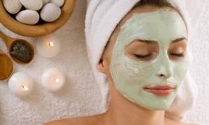 Κύκλος περιόδου: Πώς επηρεάζει το δέρμα – Τι πρέπει να κάνετε