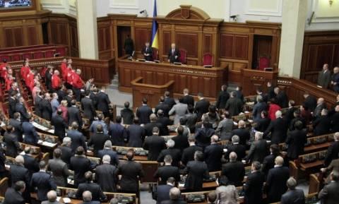 Ουκρανία: Απαγόρευση κάθε «ναζιστικής και κομμουνιστικής προπαγάνδας»