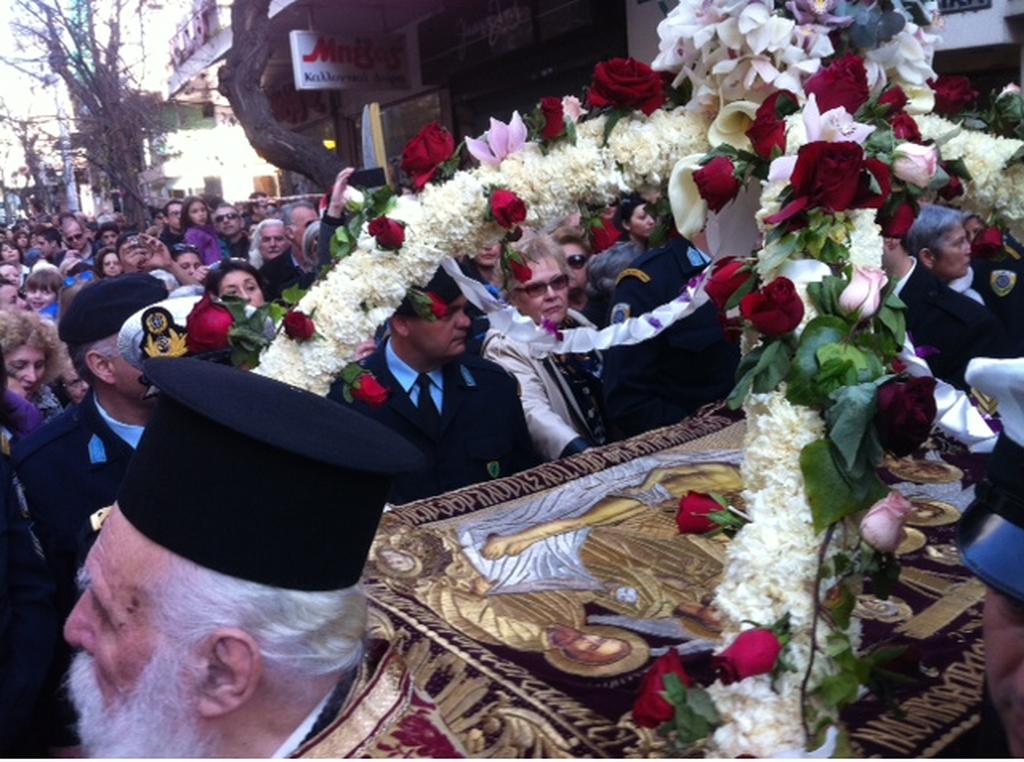 Θεσσαλονίκη: Η περιφορά του Επιταφίου στον Άγιο Μήνα(pics+vid)