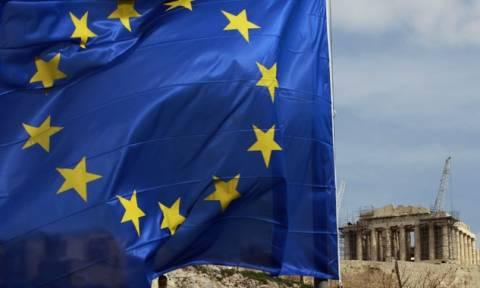 Κομισιόν: Διαψεύδει τα δημοσιεύματα για σχέδιο αποπομπής της Ελλάδας από το ευρώ