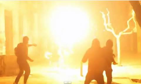 Αποκαλυπτικό βίντεο από τα επεισόδια έξω από το Πολυτεχνείο