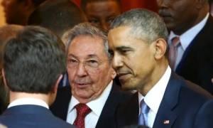 Ιστορική χειραψία Ομπάμα-Κάστρο στον Παναμά