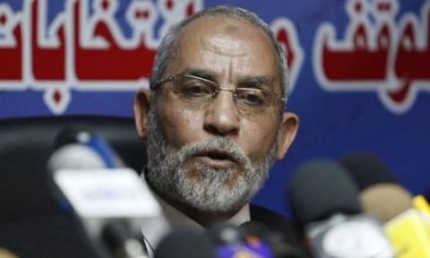 Σε θάνατο καταδικάστηκε ο ηγέτης της Μουσουλμανικής Αδελφότητας