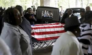 ΗΠΑ: Εκατοντάδες στην κηδεία του Αφροαμερικανού Ουόλτερ Σκοτ