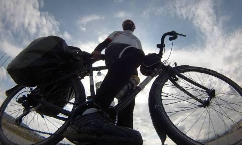 Ο γύρος του κόσμου με ένα ποδήλατο και ισχυρές «δόσεις» καλοσύνης (Video)