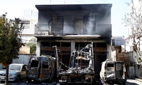 Εμπρηστική επίθεση σε βιοτεχνία στο Περιστέρι (Photos)