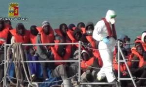 Ιταλία: Δουλέμπορος έριξε το πτώμα μετανάστη στους καρχαρίες