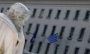 Handelsblatt: Οι ελληνικές τράπεζες «παγιδευμένες» στην κρίση