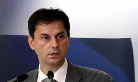 Θεοχάρης: Ζητά τα αποτελέσματα του ελέγχου εμβασμάτων στο εξωτερικό