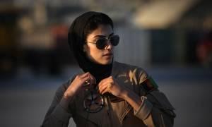 Η ομορφότερη πιλότος στον κόσμο είναι Αφγανή!