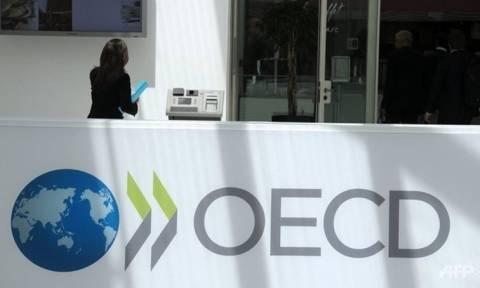 ΟΟΣΑ: Φόροι και εισφορές τρώνε το 43,4% του μισθού στην Ελλάδα
