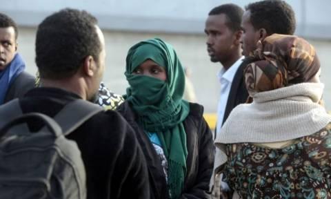 Στον Πειραιά έφτασαν την Τετάρτη (15/4) 250 ακόμα μετανάστες (Video)