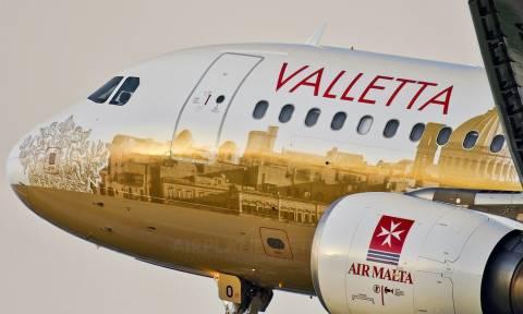 Μάλτα: Η πτήση της… αγάπης – Δείτε πώς γιόρτασαν οι νεόνυμφοι (pics)