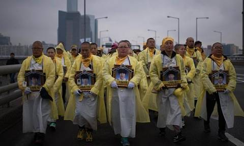 Sewol ένας χρόνος μετά: Εκδηλώσεις στη μνήμη των θυμάτων