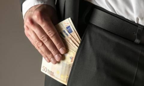 Συνελήφθη σωφρονιστικός υπάλληλος για δωροληψία και εκβίαση κρατούμενου