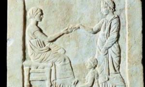 Δεν αποσύρεται από τη δημοπρασία η αρχαία ελληνική στήλη