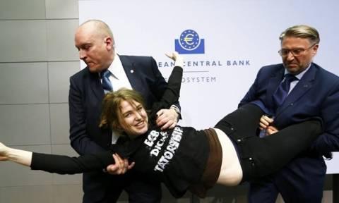 Οι FEMEN ανέλαβαν την ευθύνη για την επίθεση στον Ντράγκι