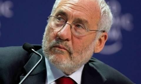 Στίγκλιτς: Η ΕΚΤ δεν αφήνει κανένα περιθώριο ελιγμού στην ελληνική κυβέρνηση