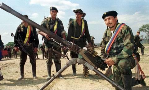 Κολομβία: Τέλος στην εκεχειρία – Ξεκινούν αεροπορικοί βομβαρδισμοί εναντίον των FARC