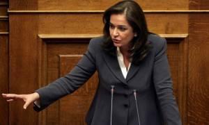 Βουλή: Η Μπακογιάννη ανέγνωσε ονόματα δολοφονηθέντων από τον Σ. Ξηρό