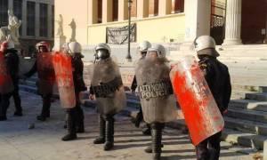 Επεισόδια στη συγκέντρωση κατά των μεταλλωρύχων στα Προπύλαια (photos&video)