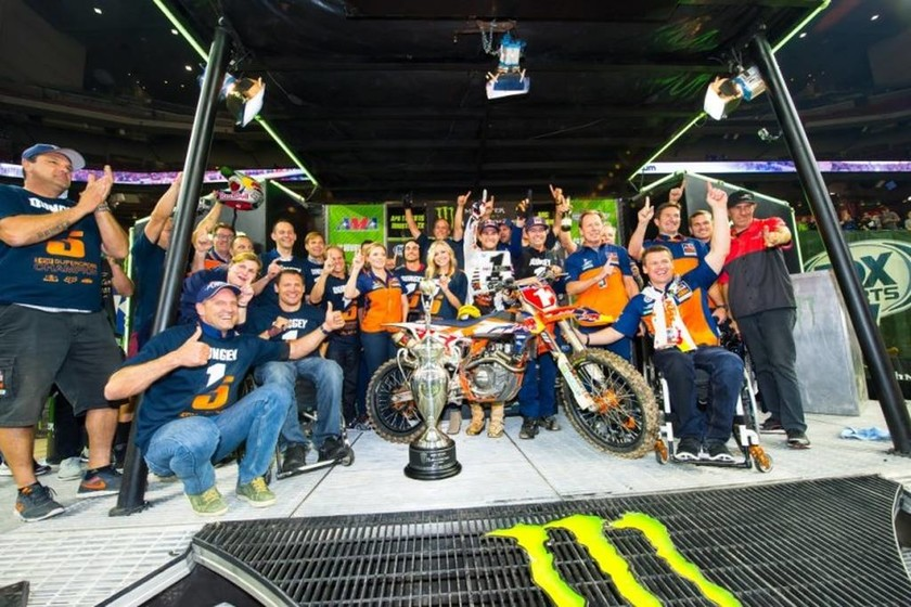 KTM Supercross: Ο Dungey είναι Πρωταθλητής Supercross 2015 (photo&video)