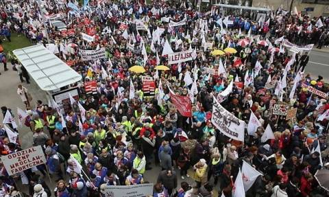 Πολωνία: Ογκώδης διαδήλωση για τα εργασιακά