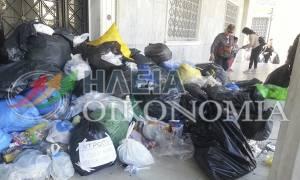 Πύργος: Συγκέντρωση για τα σκουπίδια έξω από το δημαρχείο (photos&video)